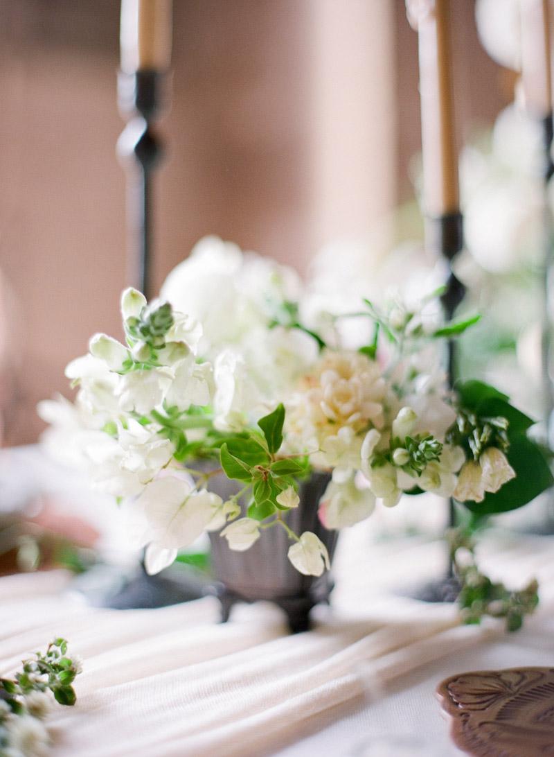 simple-white-centerpiece-ideas